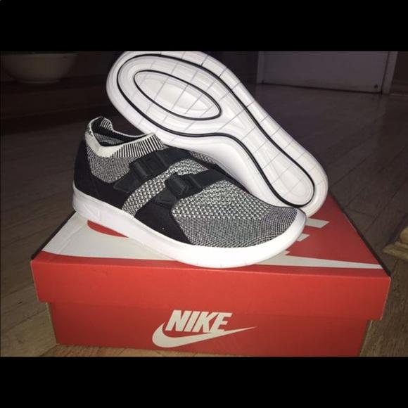 6a5095eb572 Nike Women s Air Sockracer Flyknit Oreo Size 7